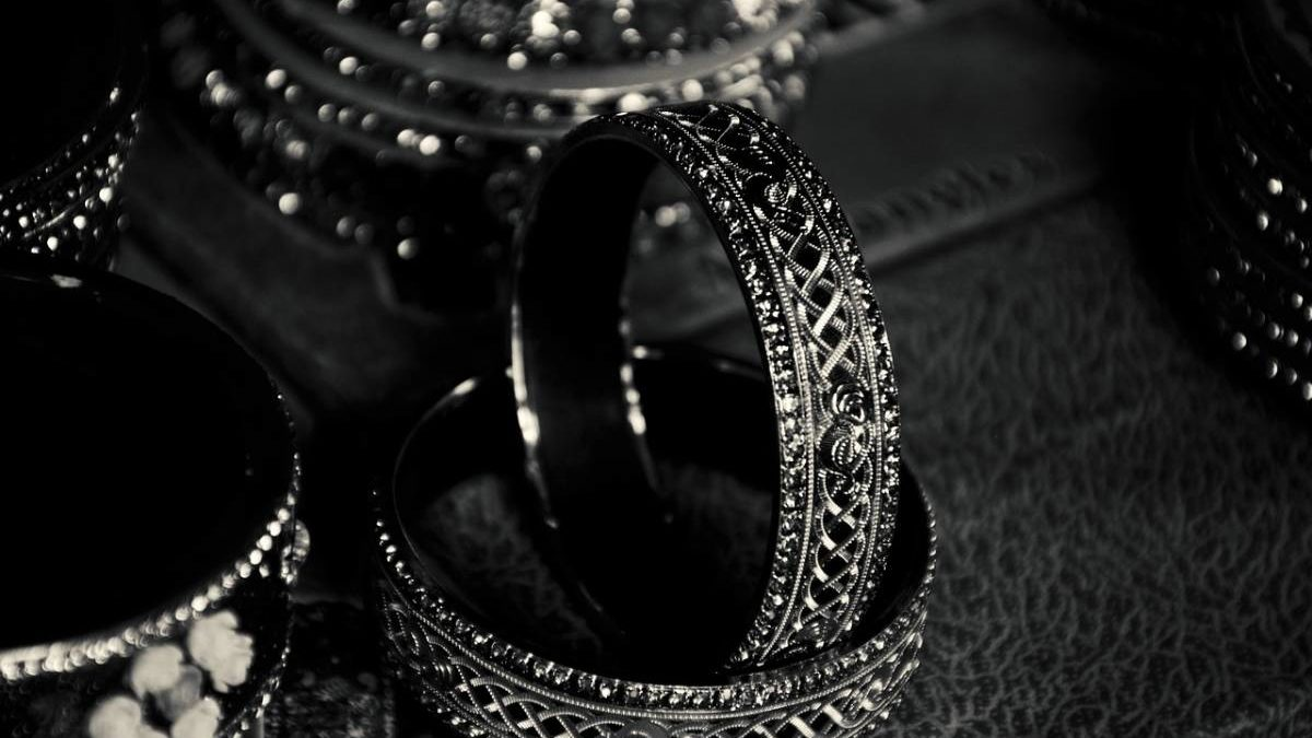 What is Traditional Jewelry? – Definition, Profession, and More
